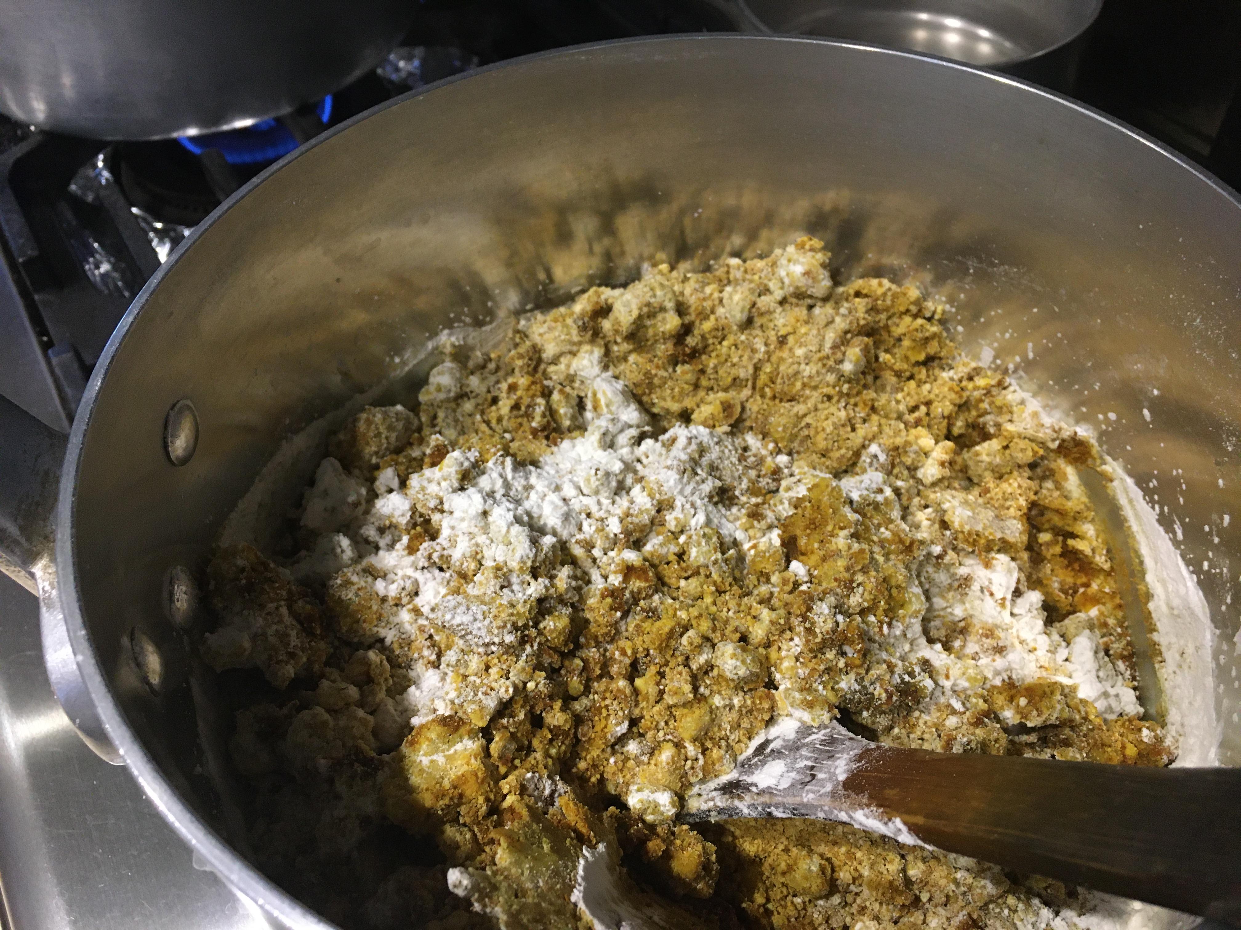 カレールーから作ります。