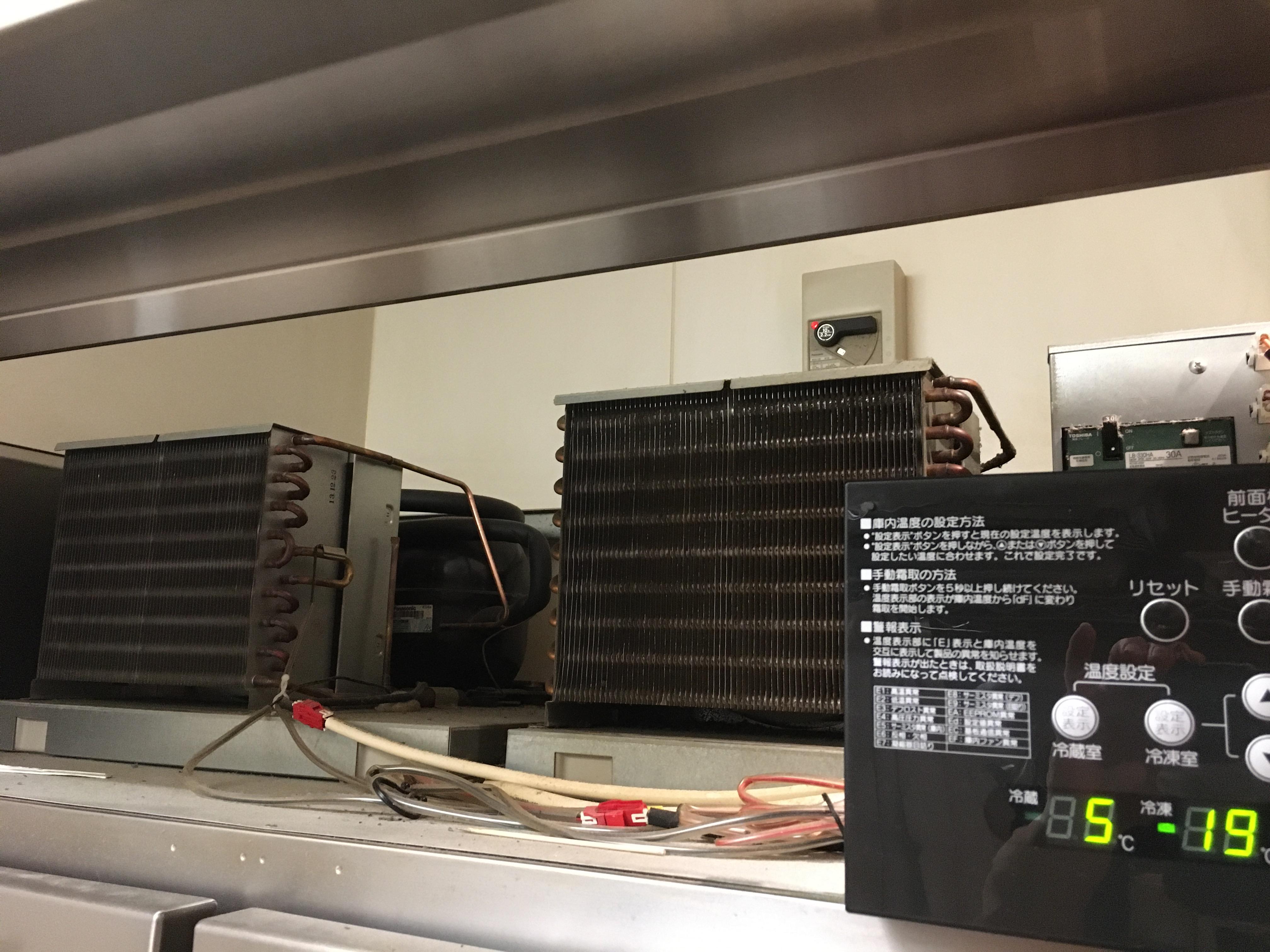 冷凍冷蔵庫の大切な部分を掃除しました。